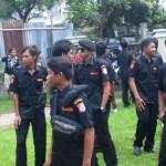 GEDOR PANWASLU: Massa tim sukses Paket Alkhaer mendatangi kantor Panwaslu Lotim terkait laporan dugaan DPT yang dinilai bermasalah.
