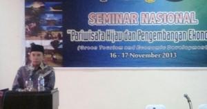 Gubernur NTB, TGH M Zainul Majdi saat membuka seminar. (Lomboktoday.co.id/Sigit SL)