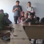 Puluhan warga Desa Sengkerang, Kecamatan Praya Timur, Lombok Tengah saat mengadukan keluhannya ke DPRD Loteng. (Foto: Akhyar Rosidi/Lomboktoday.co.id)
