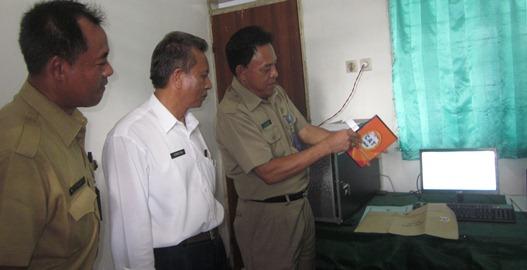 Sekda Loteng, HL Supardan saat membuka bank soal CPNS. (Foto: Akhyar Rosidi/Lomboktoday.co.id)