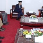 Gubernur NTB, TGH M Zainul Majdi saat menerima perwakilan Konsulat Jenderal India, Amarjeet Singh Takhi, di ruang kerjanya, Selasa (25/11).