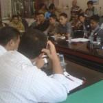 MEDIASI: Suasana proses mediasi terkait sengketa PT Bank Pundi dengan karyawannya yang diberhentikan, yang difasilitasi oleh DPRD Lombok Timur, Rabu (26/11). (Foto: Dimyati/Lomboktoday.co.id)