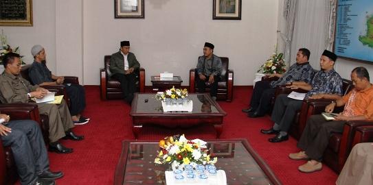 Rombongan APII NTB saat bertemu Gubernur NTB, TGH M Zainul Majdi di ruang kerja gubernur NTB.