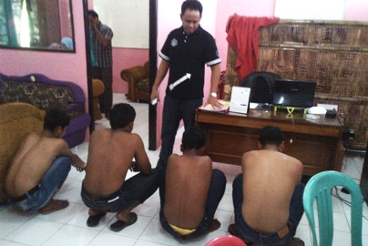 PELAKU: Inilah keempat pelaku pemerkosaan yang berhasil diciduk polisi. (Foto: Dimyati/Lomboktoday.co.id)