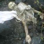 KERANGKA MANUSIA: Kerangka mayat Mr X yang ditemukan warga di kawasan pesisir Pantai Batu Nampar. (Foto: Syamsurrijal/Lomboktoday.co.id)