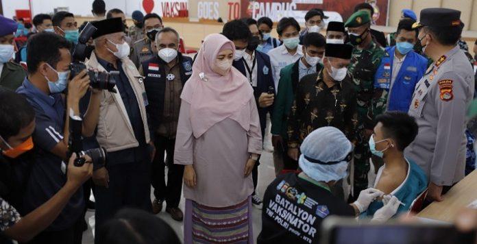 vaksinasi massal di UIN Mataram
