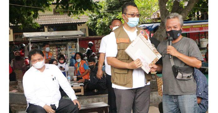 Penyaluran Bantuan Tunai PKL dan Warung